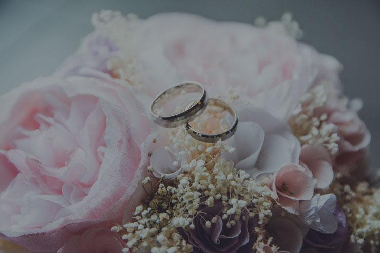 Romantická svadba pod hradom
